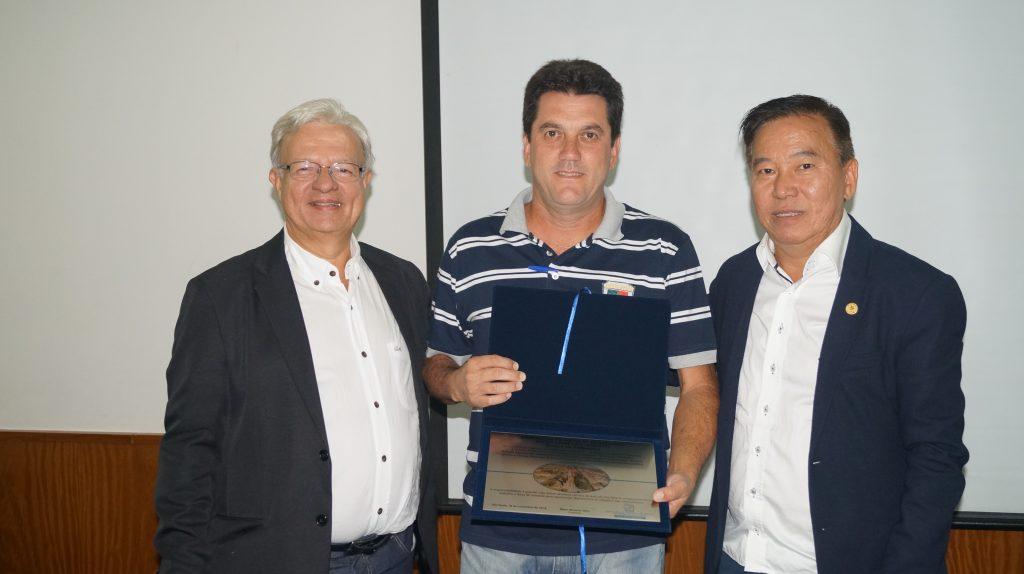 Anizio Aparecido Josepetti (eleito em São Manuel), entre Wilson Wanderlei Vieira e Gilberto Takao Sakamoto