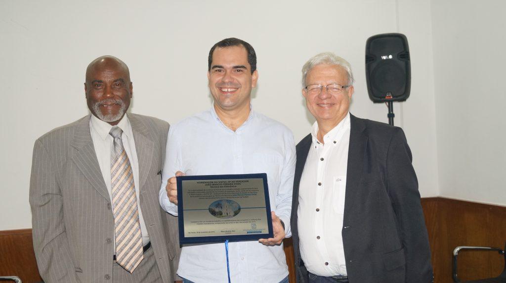 João Marcos Pereira Vidal (reeleito em Taubaté), entre Benedito Carlos de Souza e Wilson Wanderlei Vieira